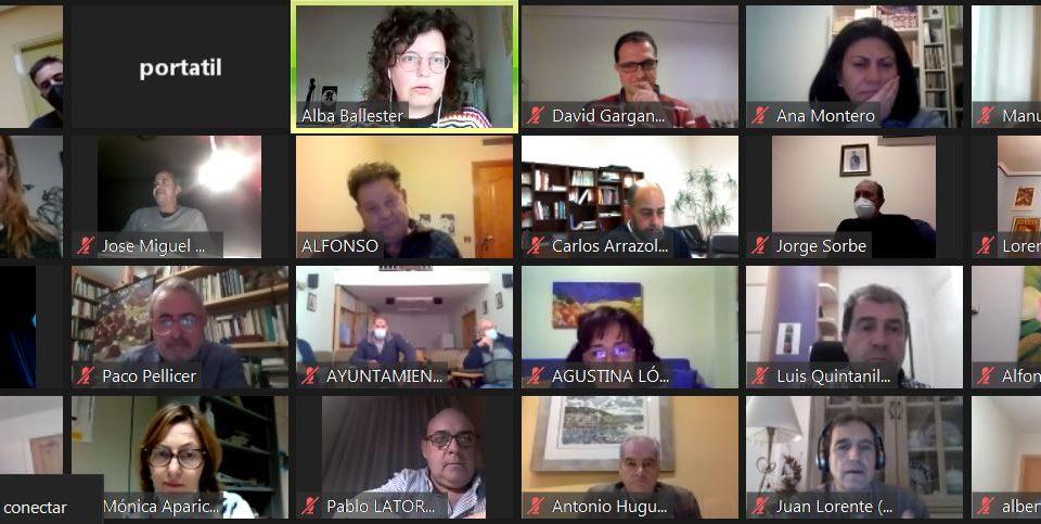 Participantes durante la presentación