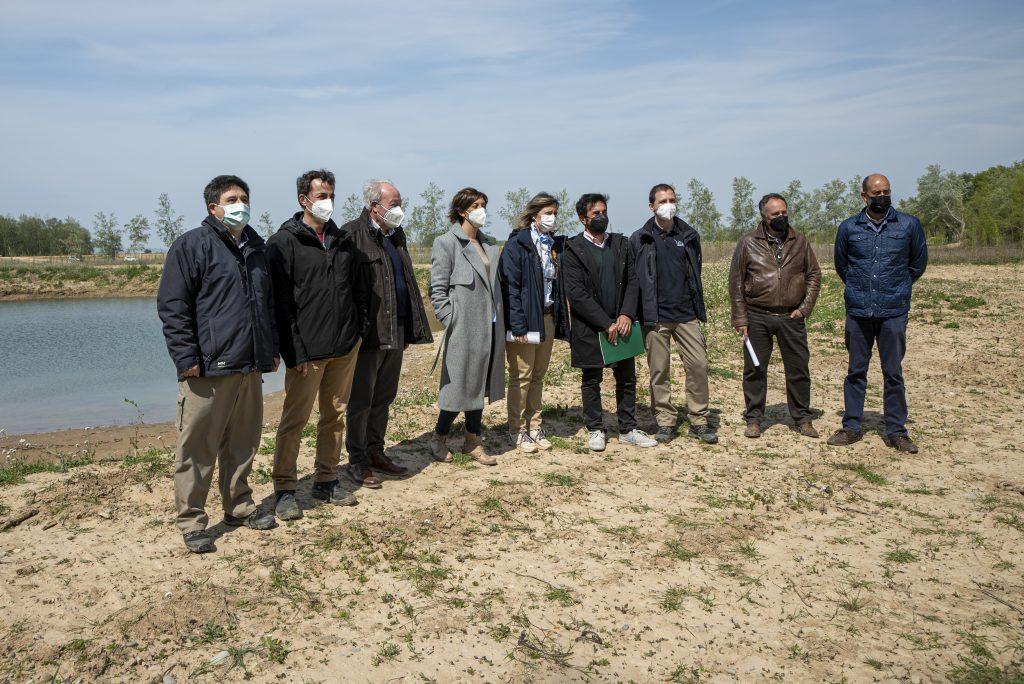 Autoridades en la visita a las obras en el paraje de La Nava (Alfaro)